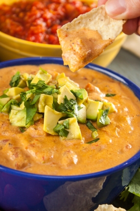 This-creamy-vegan-queso-will-satisfy-all-your-cheese-dip-cravings